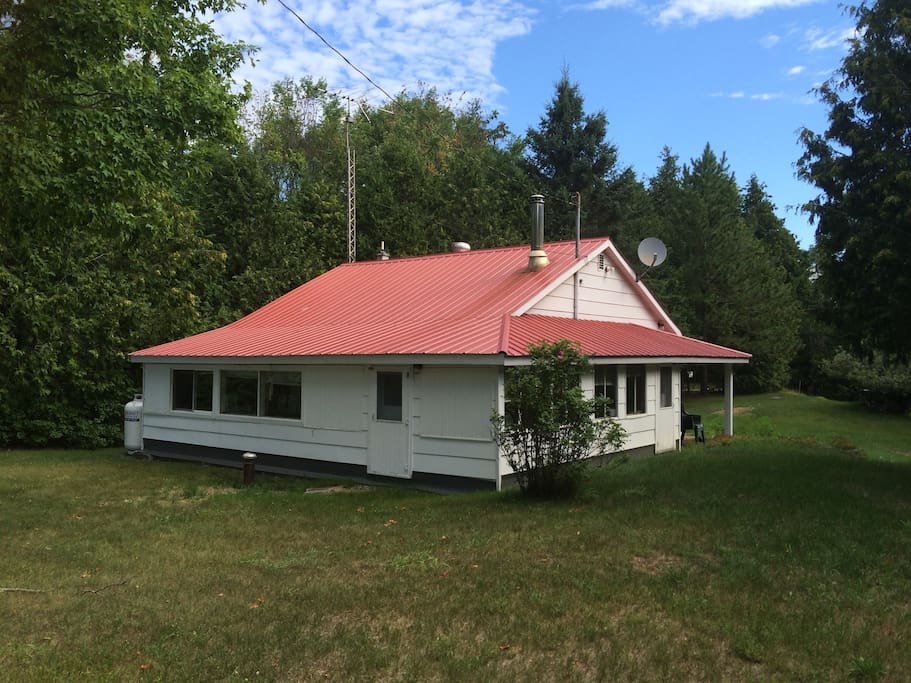 Cozy lil cabin cottages for rent in ompah ontario canada for Cozy canadian cottage