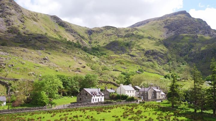 Snowdon House, Llanberis Pass