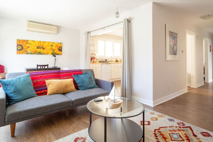 Clean and Uplifting 3bdrm  w/ Parking