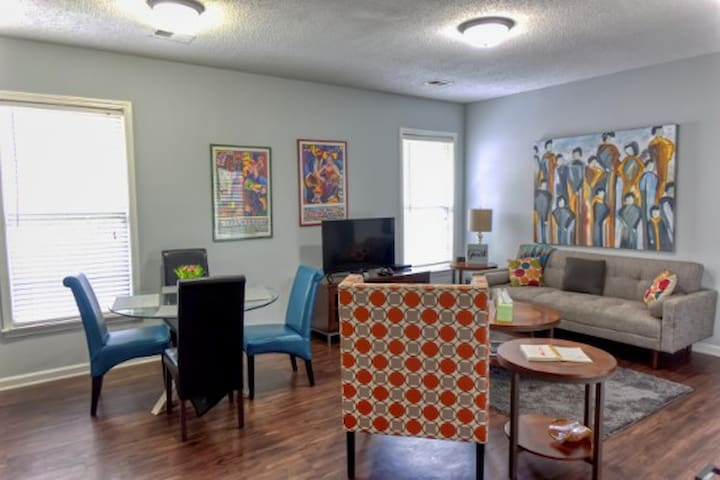 Uptown Entire  House 7 minutes to Downtown