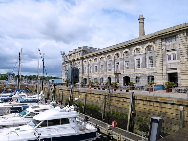 Royal William Yard 15 min walk popular for food festivals, events and dining out.