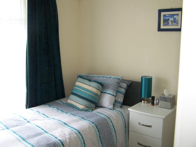 Cornerways Guest House Single Room