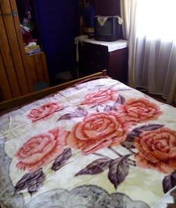 Dormitorio cama dos plazas, cocina compartida - Puerto Montt - House