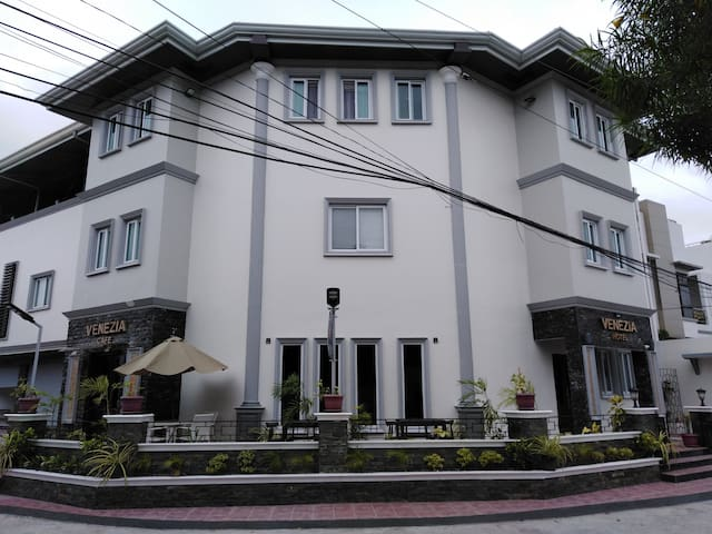 Fully Furnished Deluxe Apartment -Jaro