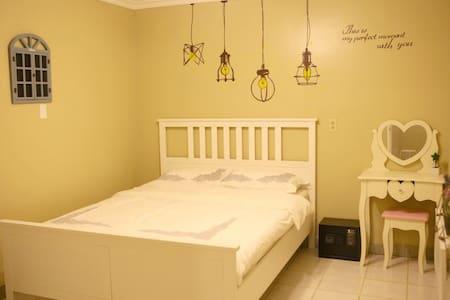 palau 8090 dream house (Santorini) - koror - Bed & Breakfast