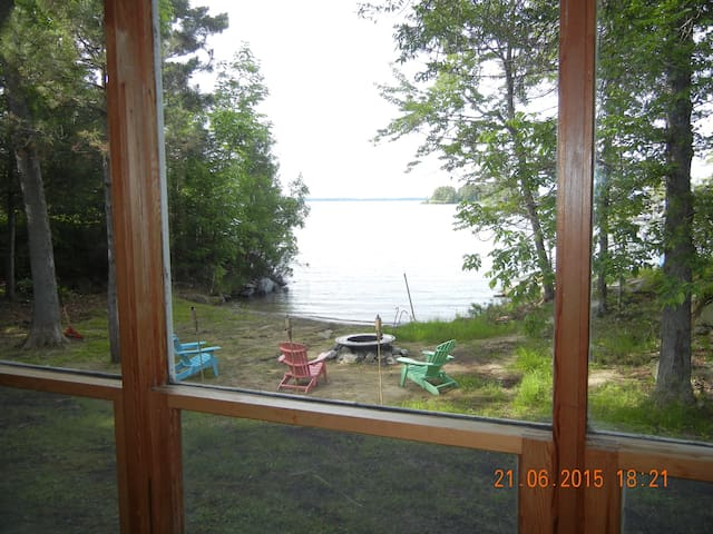 Beautiful BEACH front cottage/house on Rainy Lake