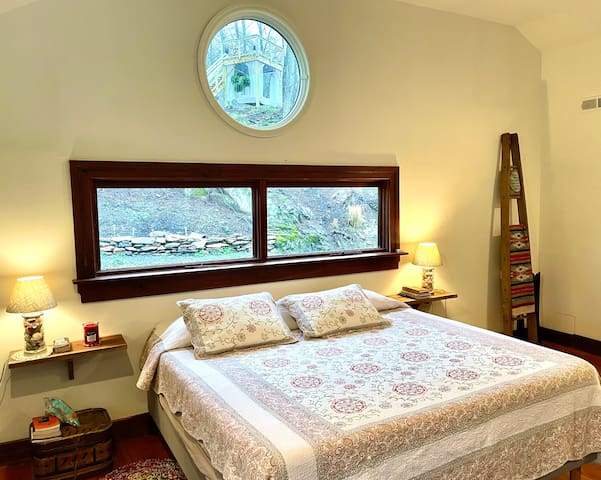 From the Loft you can see your very own PRIVATE LOOKOUT from TREETOPS peak!