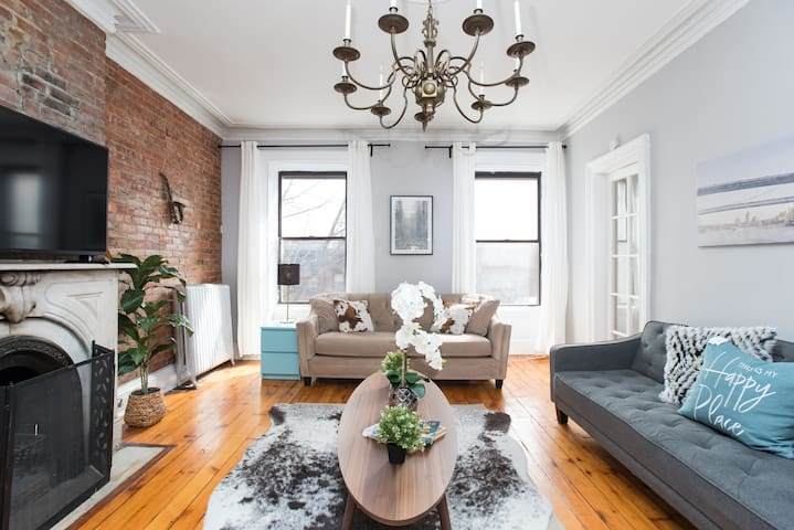 Beautiful 2 Bed Brownstone Apartment 15 min to NYC