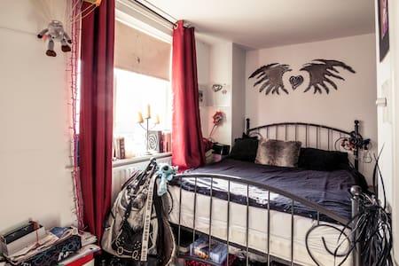 Whole Apartment 1-6 mth long term let - suit execs - London - Apartment