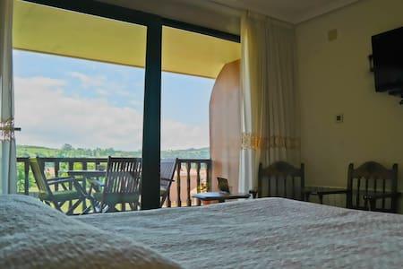 Habitación doble con baño - Santillana del Mar - Bed & Breakfast