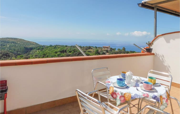Holiday apartment with 2 bedrooms on 50 m² in Lentiscosa -SA-