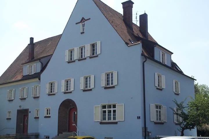 P-O2: Zentrums-/Bahnhofsnähe: Zimmer in Altbau