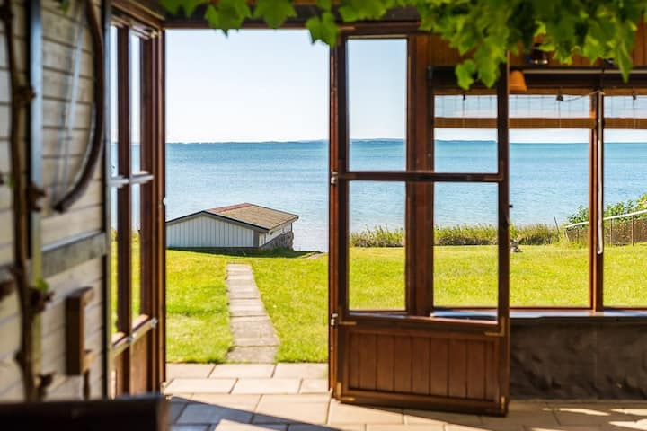 Idyllic cottage on golden sandy beach, Varamoviken