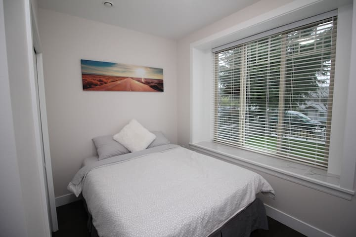 BRAND NEW GUEST SUITE IN A QUIET CENTRAL LOCATION