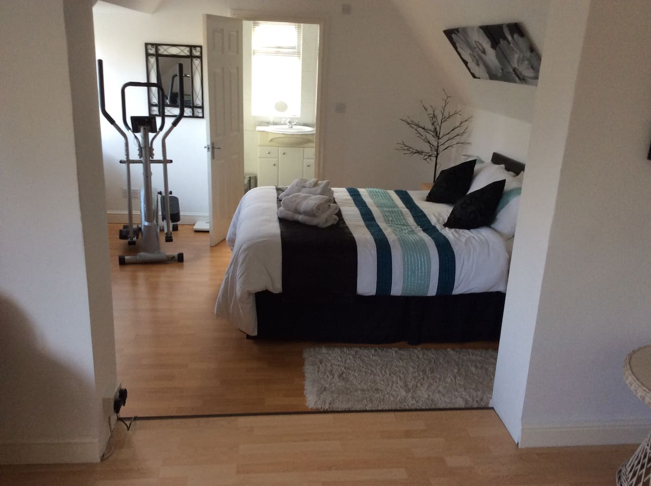 This is a double en suite bed room with views of Ripon cathedral  and a short walk to the city centre
