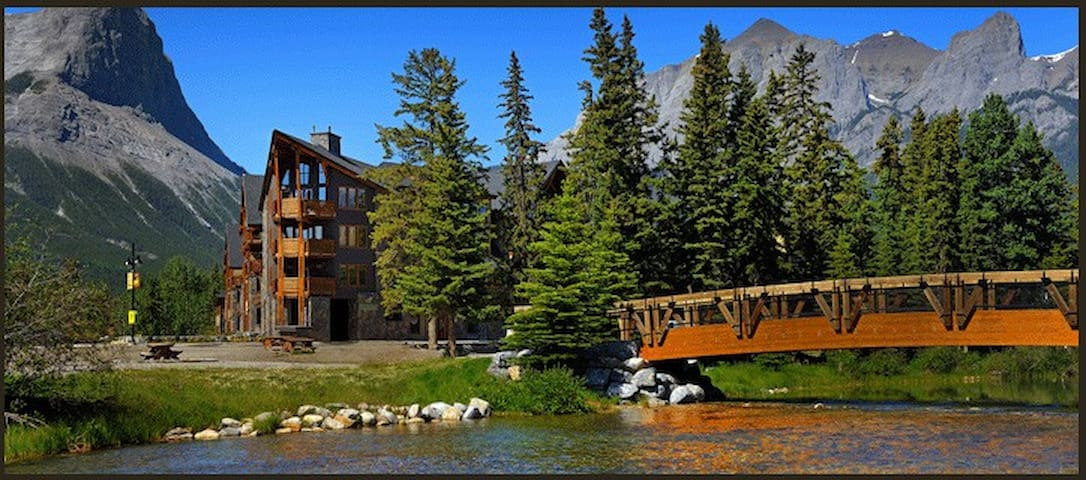 NEW Canmore Vacation- Rundle Cliffs Mountain Lodge