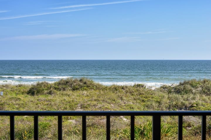 HGTV Inspired OCEANFRONT-DECEMBER DEALS! Sleeps 4!