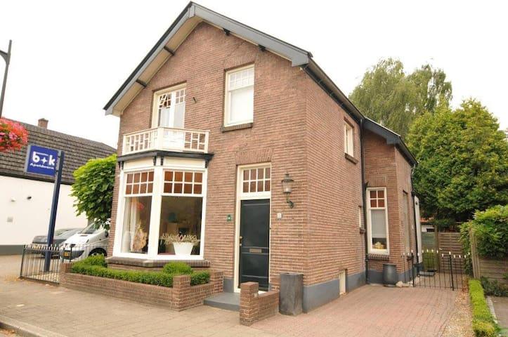 Sfeervol vrijstaand 30er jaren huis - Apeldoorn - Stadswoning
