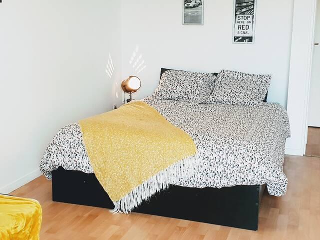 Chambre : La chambre avec le lit pour deux personnes