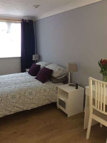 Meadow Rentals - Farnborough - Apartment