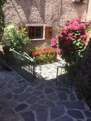 Chambres d'hôtes à Castello - Castello-di-Rostino - Dom