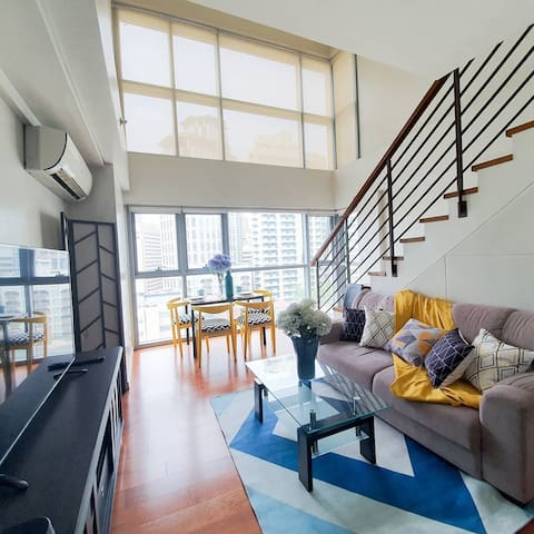 Bright New and Beautiful Spacious Loft Greenbelt