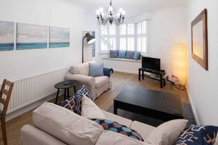 Seaside apartment - cute & cosy, 100m to beach!
