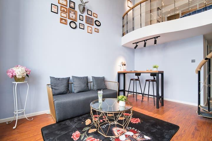 【楠舍YY】昆明市中心南屏街,翠湖loft跃层ins风阳光公寓,可住4人,旅行从未如此方便。