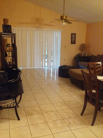 Friendly quiet and comfortable. Orlando East Area. - Orlando, Florida, US - Rumah