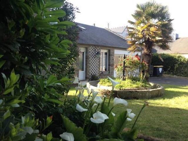 Appartement au bord de mer avec jardin