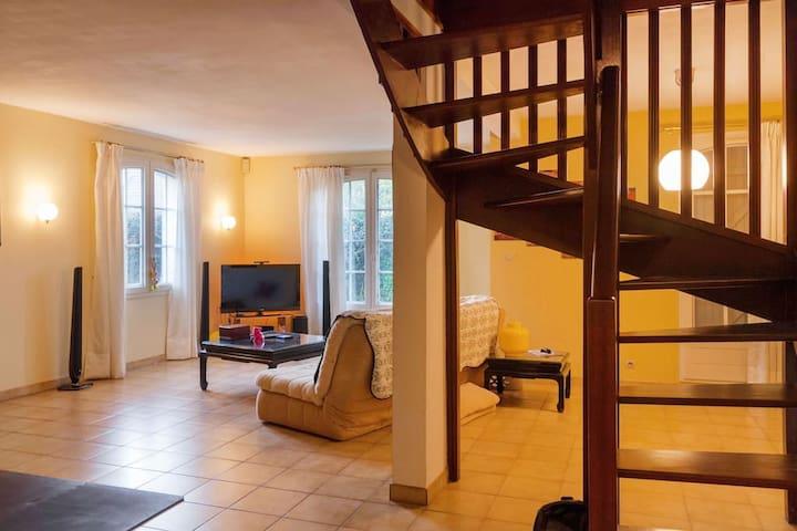 Cozy bedroom, garden, quiet 35 minutes from paris