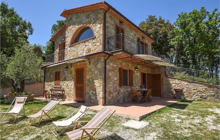 Holiday cottage with 2 bedrooms on 105m² in Montec. Val di Cecina