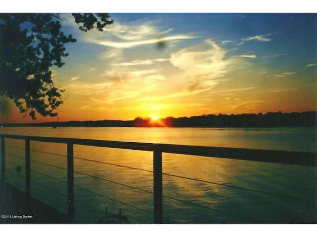 The River's Edge - Derby & Thunder still open! - Louisville - Rumah