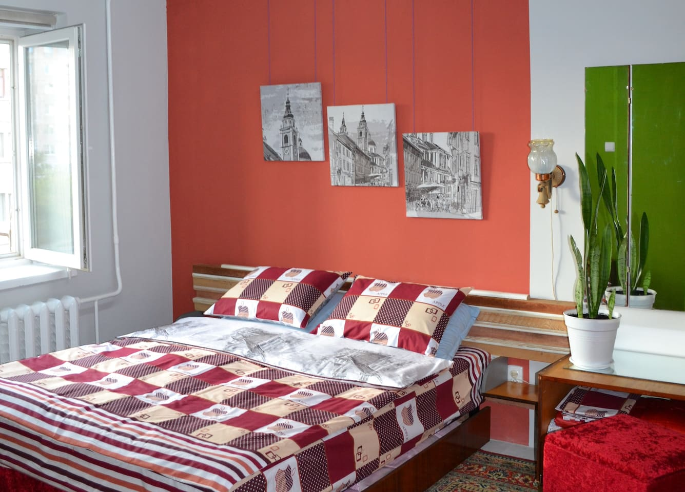 Спальная зона со спаренной двуспальной кроватью. Собственный дизайн. Приятных снов. )