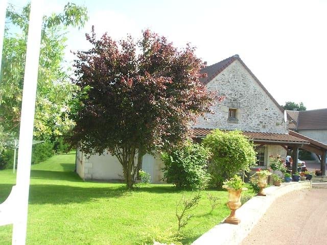 Gîte de charme la Renouée avec parc et piscine - Archigny - House