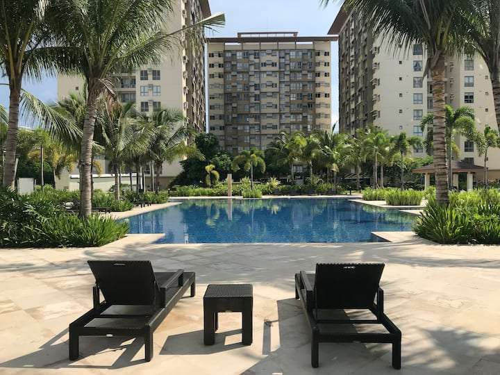 Staycation with Swimming Pool, CableTV & Fast WiFi