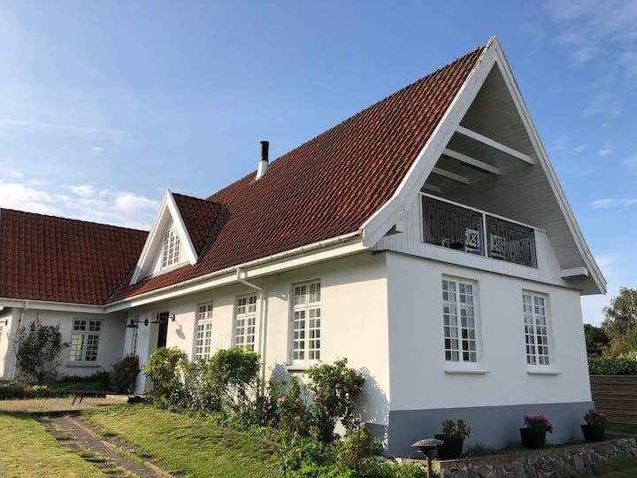 Stor rummelig villa tæt på Helsingør