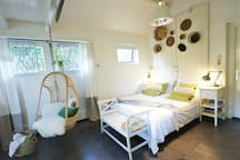 Comfi spacious Open Floor Plan Beach Cottage. Rooftop high sleeping corner with an Extremely Comfi BOXSPRING BED -according to recent guests reviews! Thanks to eight small and two large windows around the three walls, you've Lots of Natural Day Light