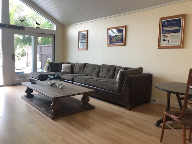 """Huge great room for games, card playing and even a 50"""" 4K IP TV for rainy days !"""
