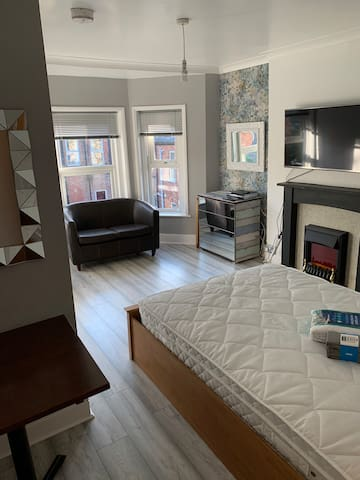 En-suite room in the town near by pier and beaches