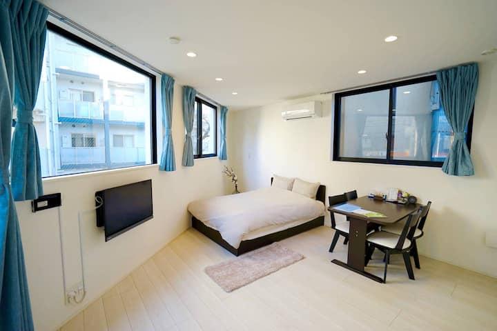 4 minutes to Shinjuku: New Tokyo Apartment 203