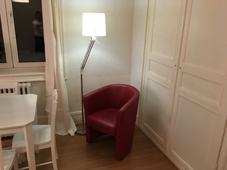 Le coin lecture, the reading corner.