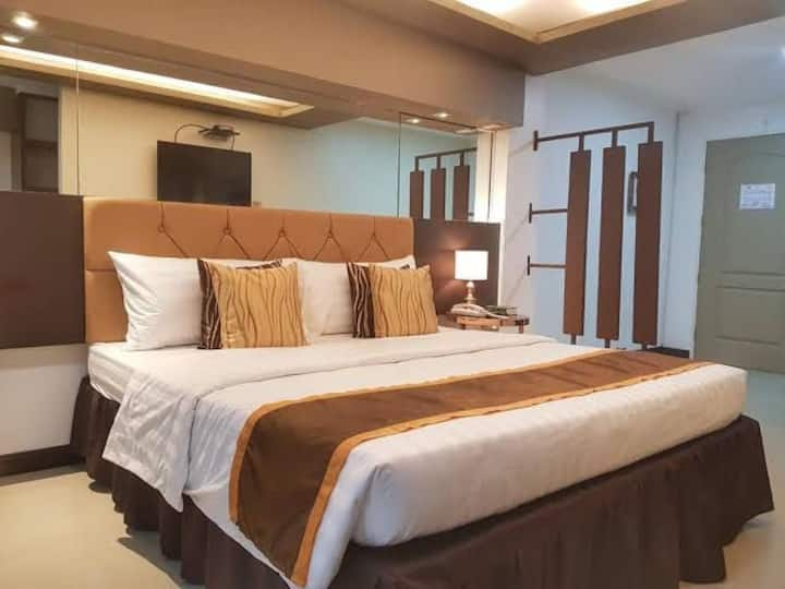 Bed and Breakfast Bacolod for 2 Pax