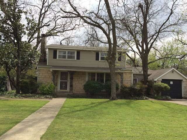Charming 1950's 2 Story Home - Denton