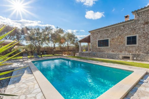 Villa in the countryside with private pool