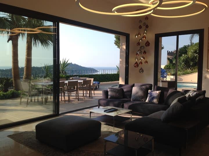 Luxury villa with sea view next to Nice