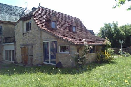 Petite maison 60m2 + terrasse et jardin, à saisir! - Loubressac - House