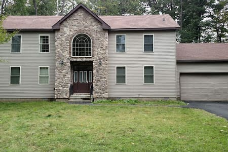 Perfect Pocono getaway home,luxury,newly renovated - Σπίτι