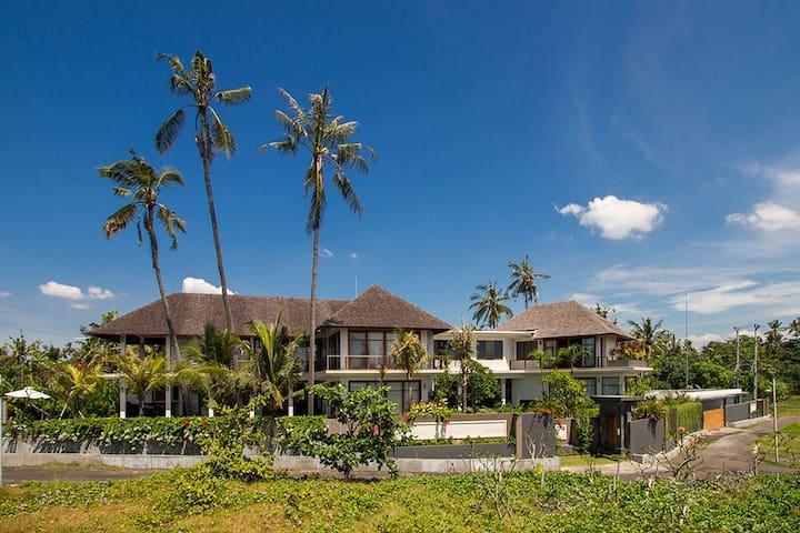 Beach Front Villa, Villa Purnama