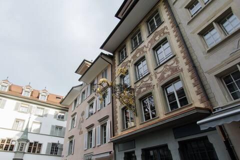 Hirschen 7 - Historic old town apartment / WiFi